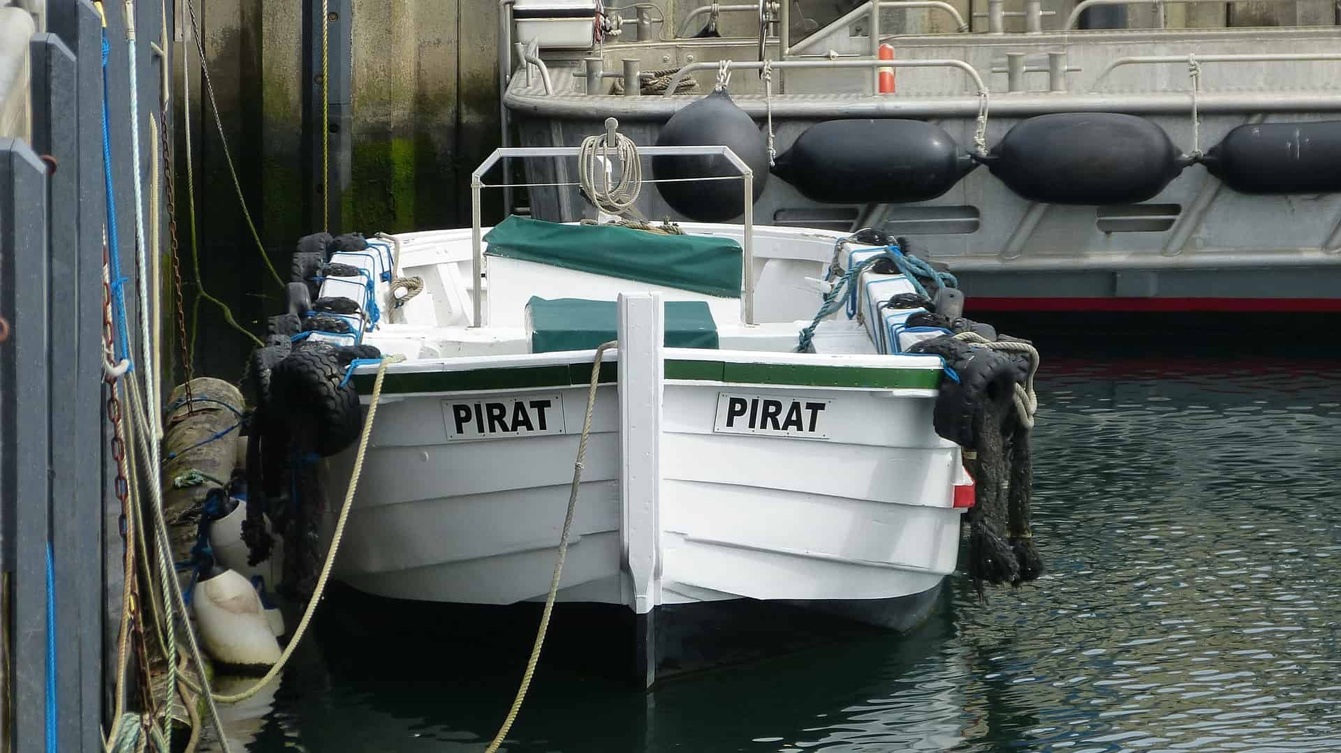Börteboot im Hafen der Nordseeinsel Helgoland