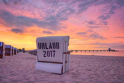 Nordseeinseln Urlaub im Strandkorb am Strand genießen