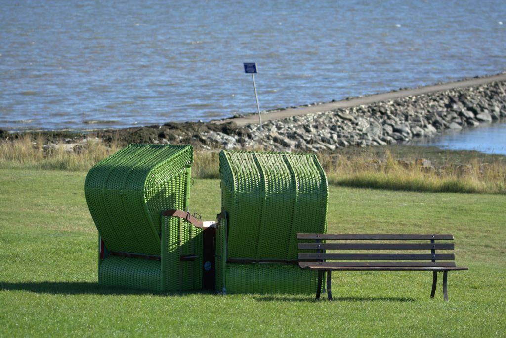 Nordseeinsel Pellworm grüner Strand Rasen statt Sandstrand