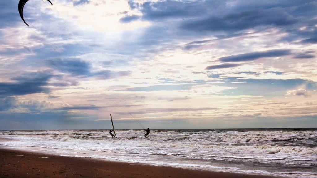 Kitesurfen und Windsurfen als Freizeitaktiväten auf den Nordseeinseln - deutsche Nordseeinseln