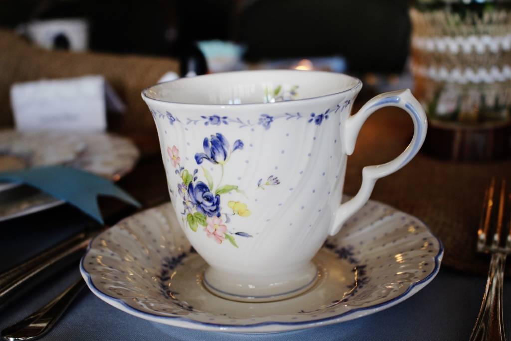 Friesentee und die Ostfriesische Teekultur - traditionell in friesischem Teeservice