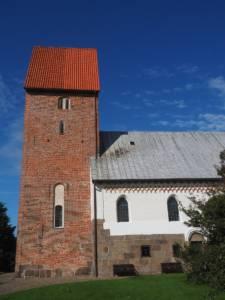 Romanischer Baustil trifft auf spätgotischen Turm in der St. Severin Keitum